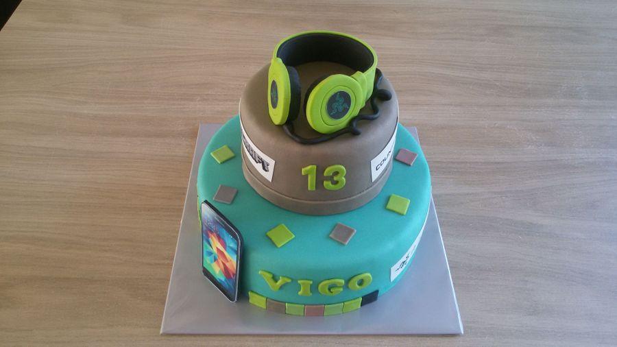 A Gamer Cake On Central