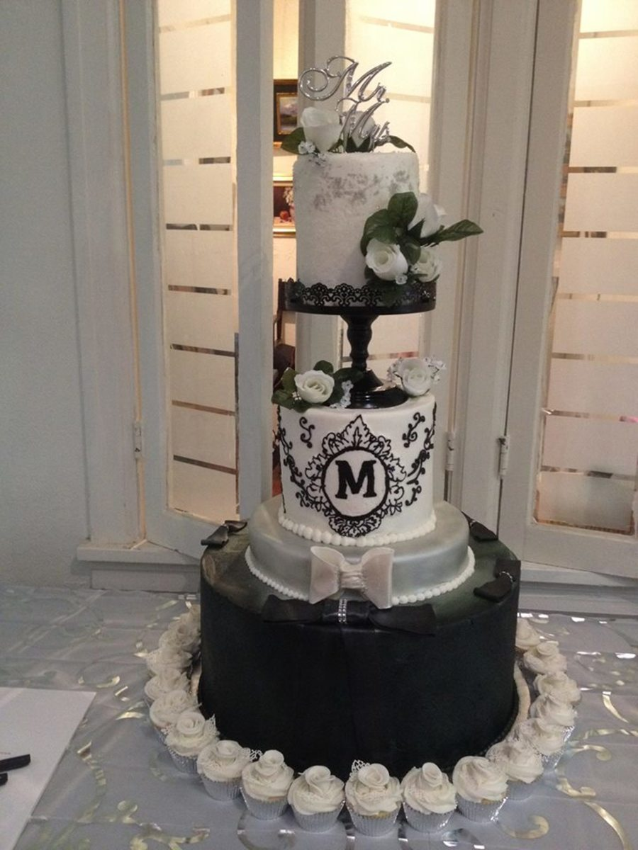 Black and white wedding for Bakery crafts sps tier system