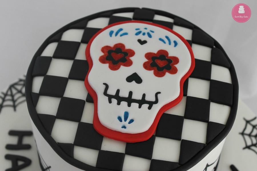 Oo8joKOO6C-skull-candy-birthday-cake_900.jpg