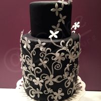 In Bianco E Nero black elegance and simplicity of white flowers in waferpaper
