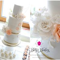 """white & Salmon Weddingcake"" Lovely congrats S&P! Sweet couple S&P celebrated their wedding in white, gold and salmon. Roses & hydrangeas in sugar had to be..."