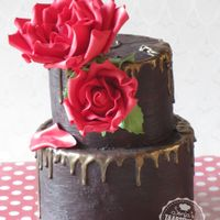 Romantic Chocolatecake Romantic chocolate cake with red roses and a touch of gold!