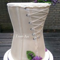 Weddingcake With Purple Flouwers I simpel wedding cake