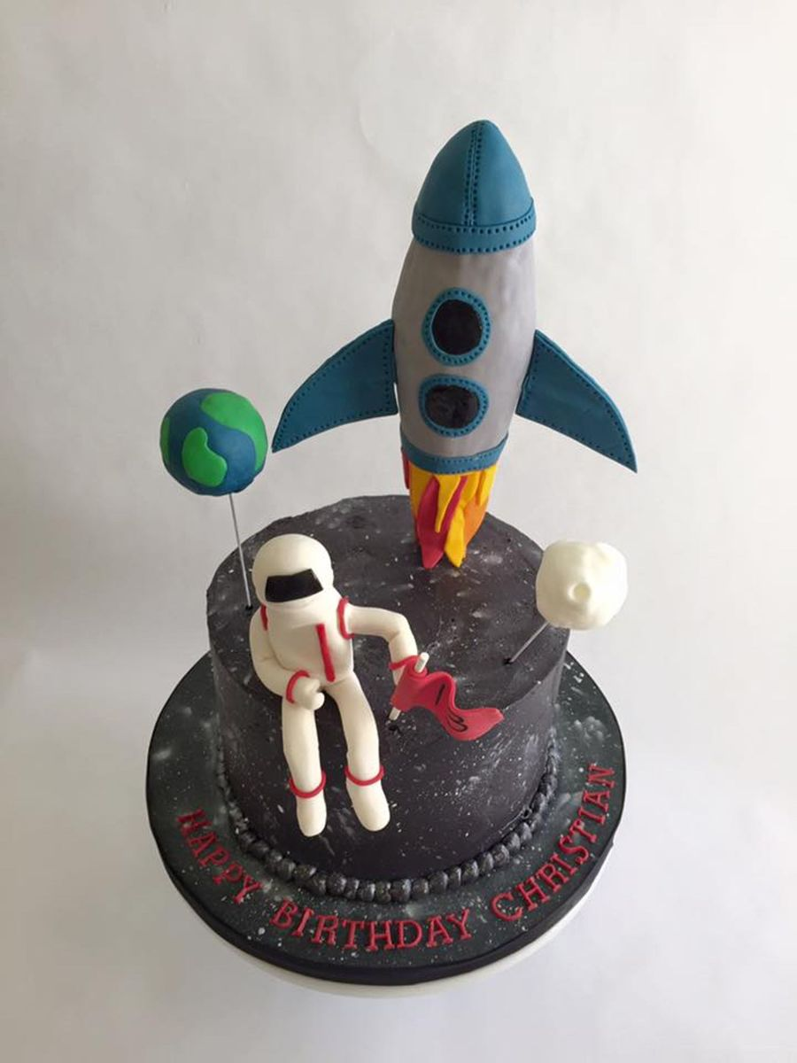 Outer space birthday cake for Outer space cake design