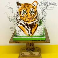 """in The Eye Of The Tiger"" Cake with sugarpaste plaque in tiger-form. Handpainted with edible colours. ""Art Nouveau"" cakestand from the ""Bamboo&..."