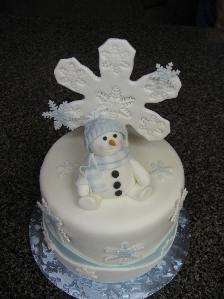 Snowflake Christmas Cake Images : Snowflakes Christmas Cake - CakeCentral.com