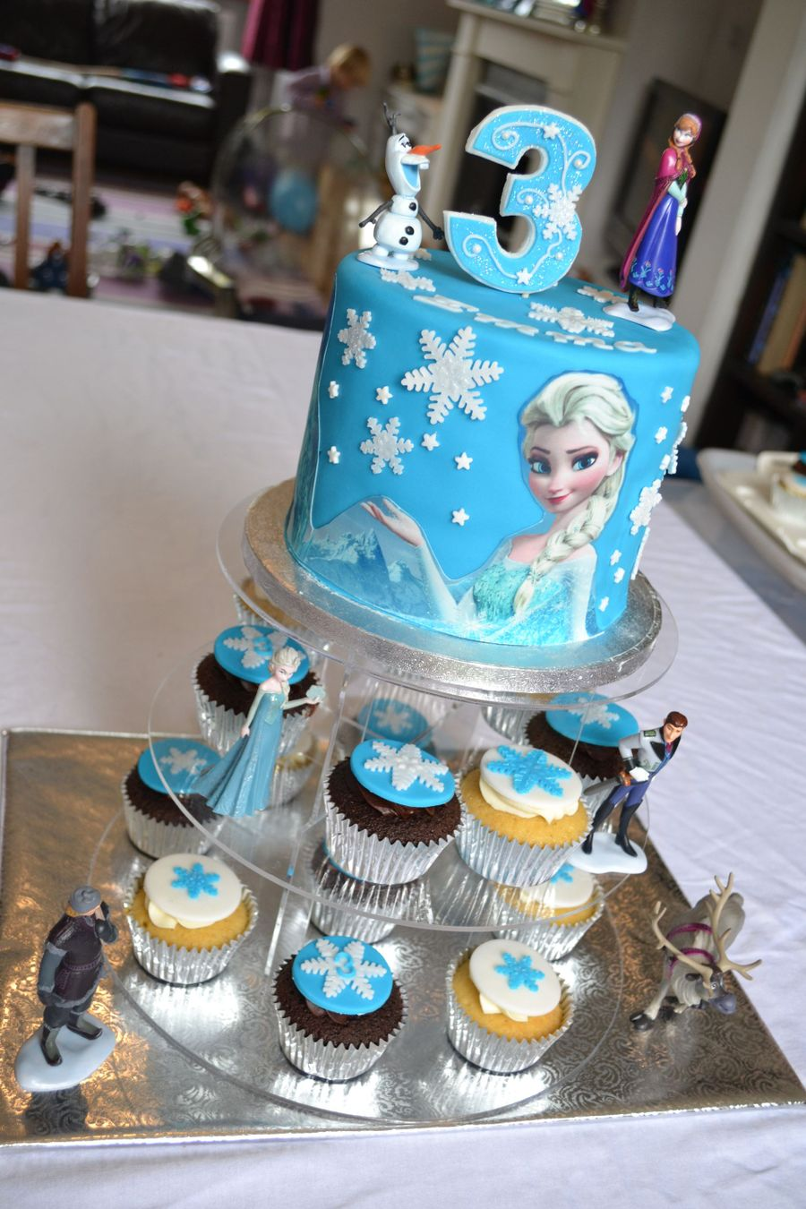 Frozen Elsa Cake And Cupcakes Cakecentral Com