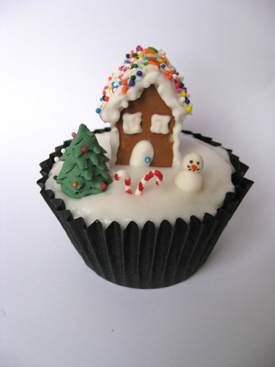 Mini Christmas Gingerbread House Cupcakes on Cake Central