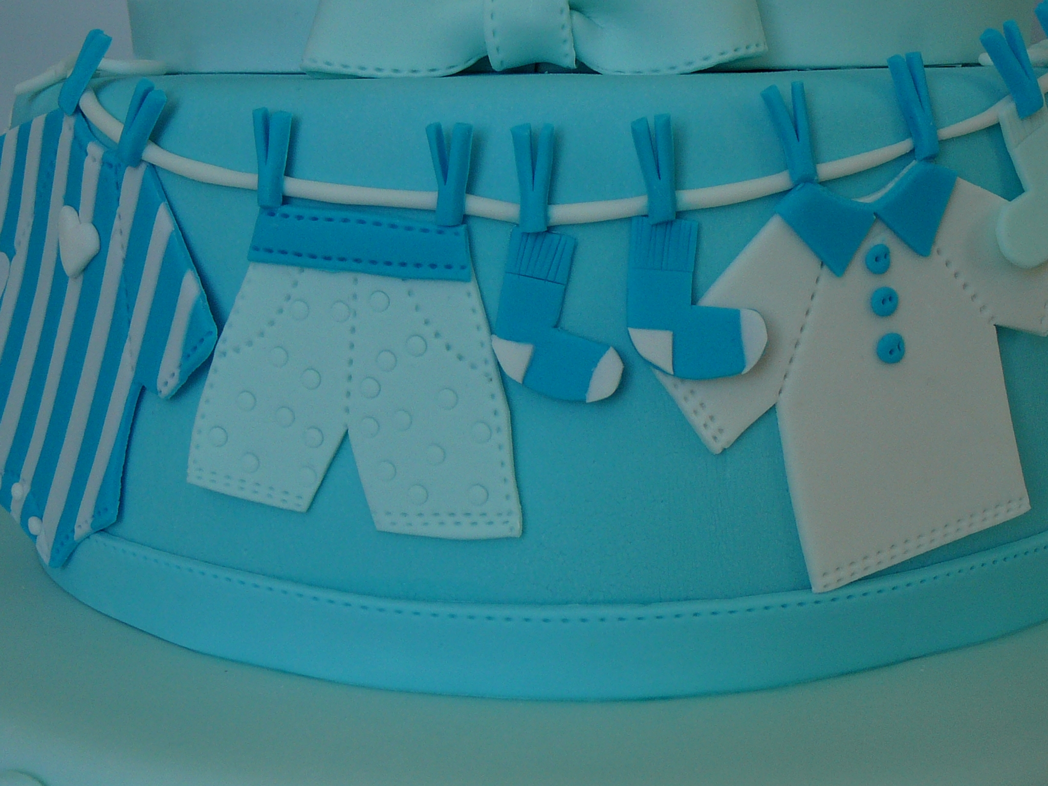 Converse Baby Shoes And Buttons Shower CakeCentral
