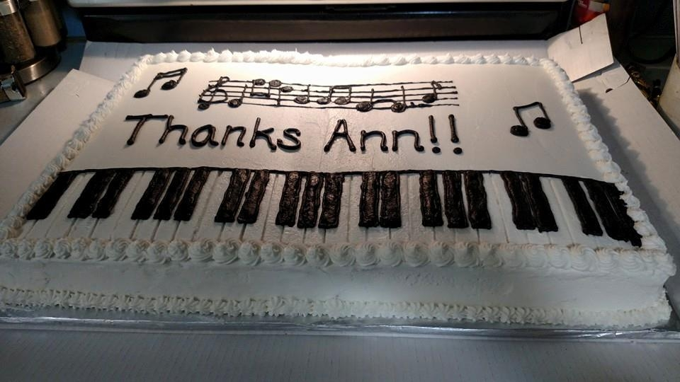 Play Me A Song... Piano Keys Made for a retiring church pianist. All buttercream. Used toothpicks and a ruler to keep spacing correct, but otherwise freehand.