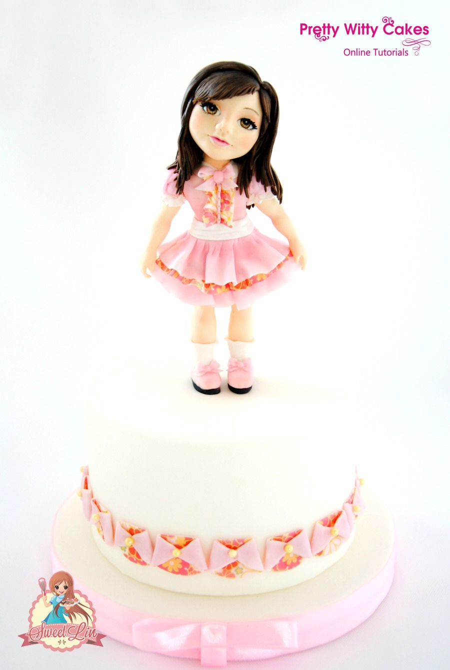 Momoka - Standing Girl I made this cake for Pretty Witty Cakes projects. Beside fondant, I played with wafer paper too