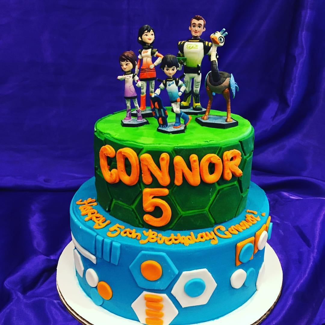 miles from tomorrowland cakes