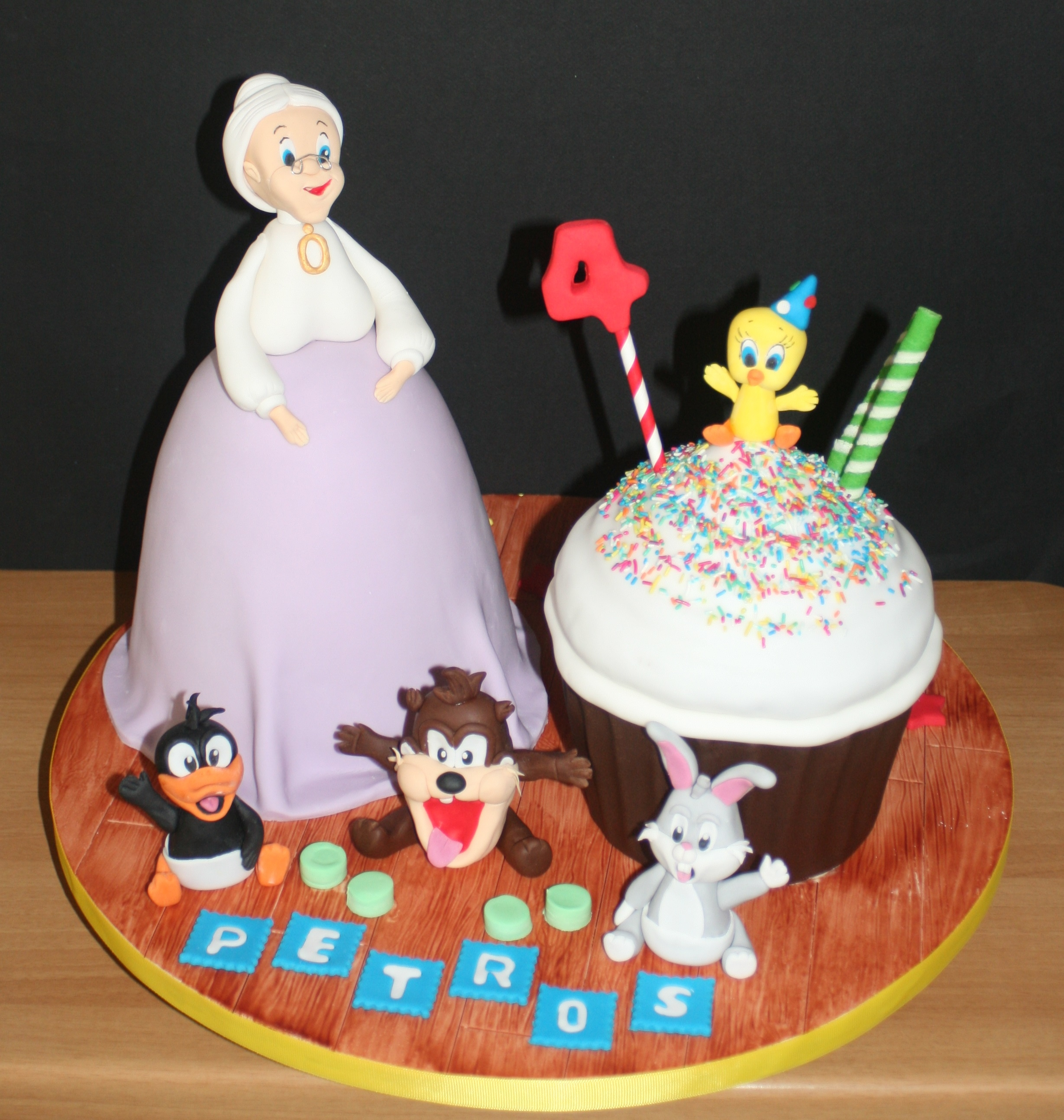 Baby looney tunes cake for Baby looney tune decoration