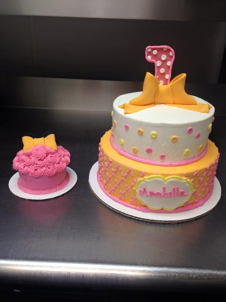 Fine Minnie Mouse First Birthday Cake And Cupcake Cakecentral Com Personalised Birthday Cards Veneteletsinfo