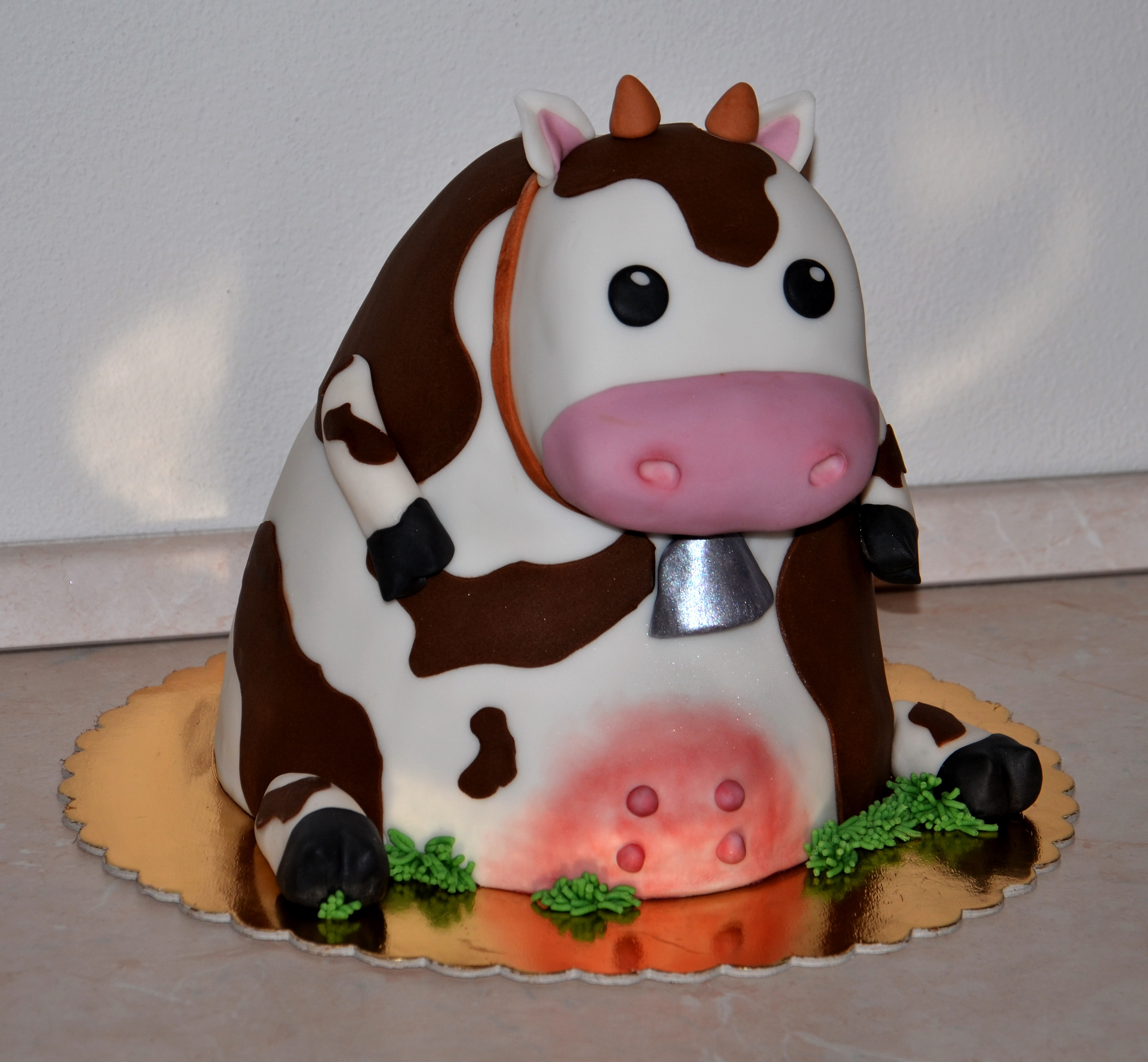 Sitting Cow on Cake Central