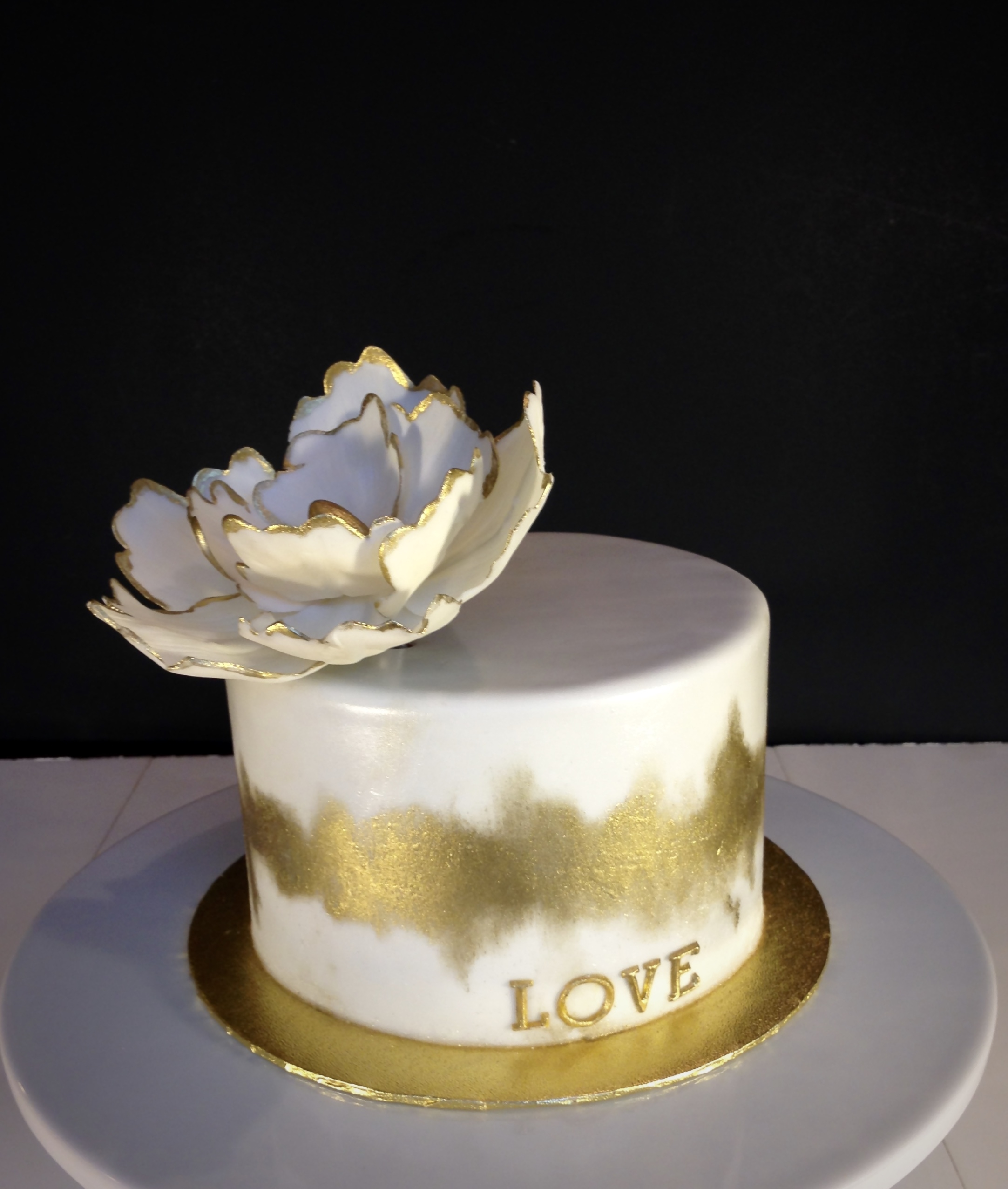 How To Decorate A Cake With Gold Dust