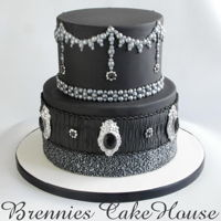 Love The Blacks ;)   an other cake in black
