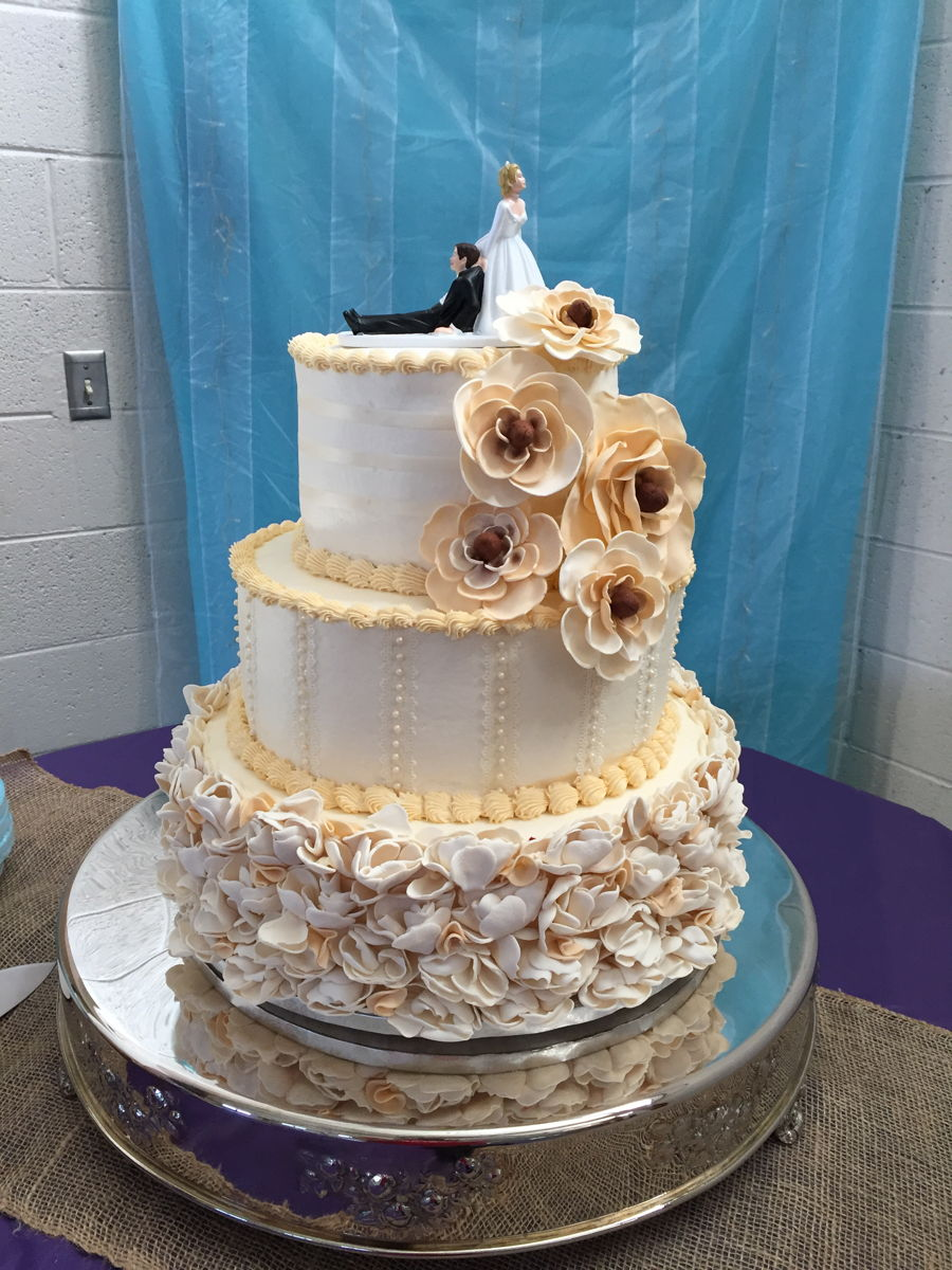 Images Of Round Wedding Cake : 3 Tier Round Wedding Cake - CakeCentral.com