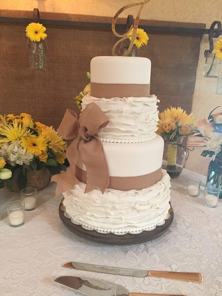 Burlap Amp Ruffle Wedding Cake Cakecentral Com