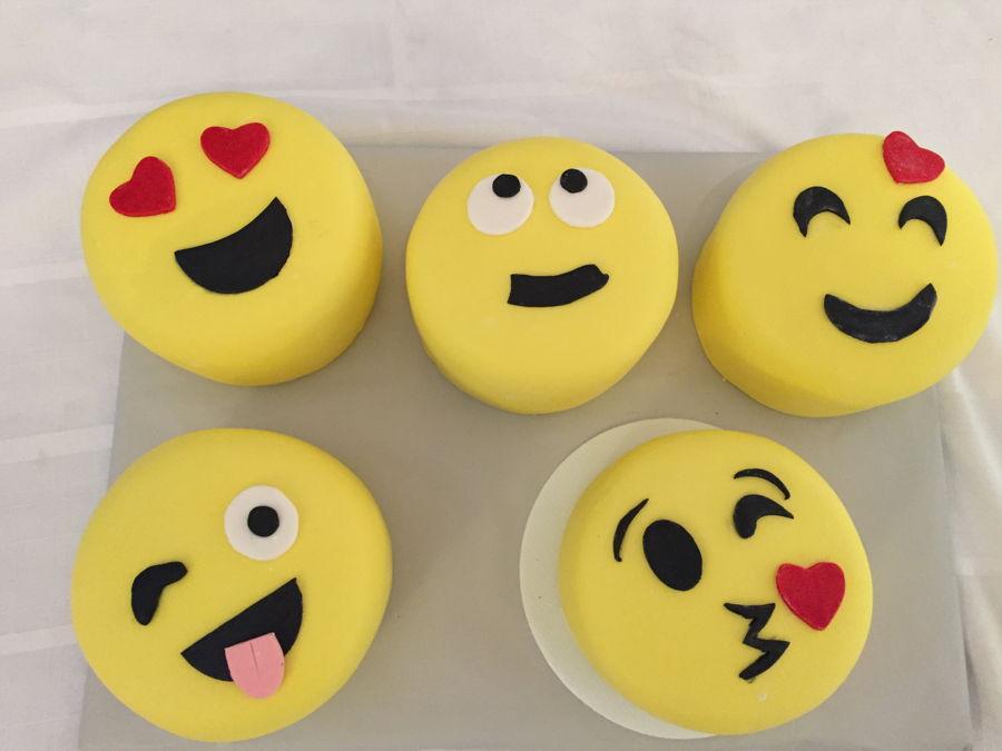 Easy Emoji Cakes Cakecentral Com