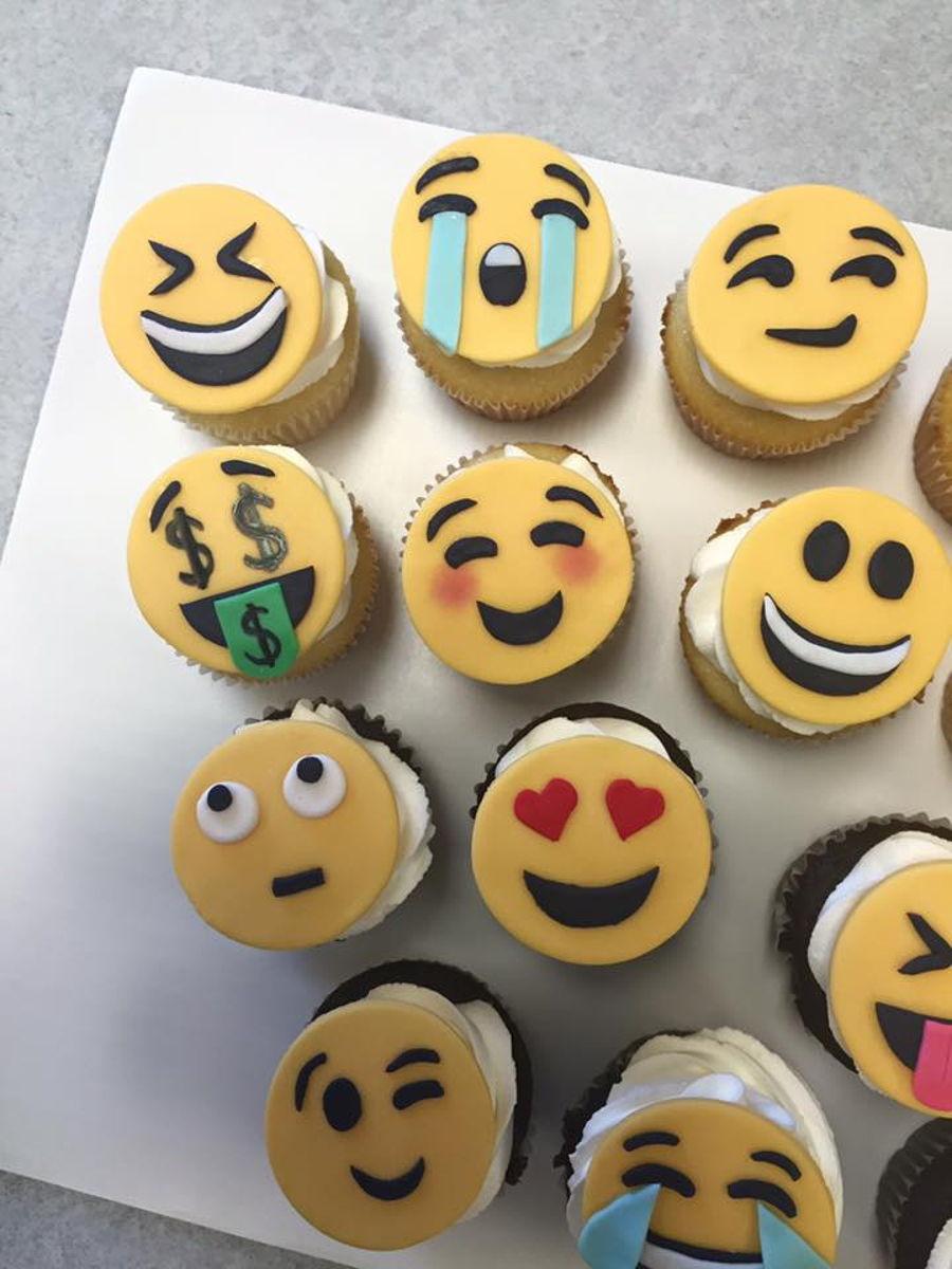 Emoji Cupcakes Cakecentral Com