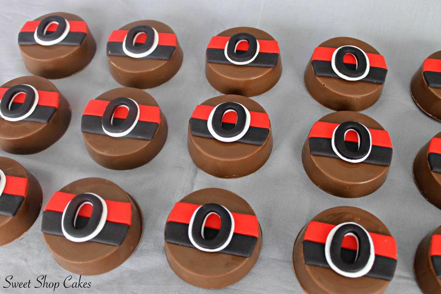 900_senators-themed-chocolate-covered-oreos-937512pWRra.jpg