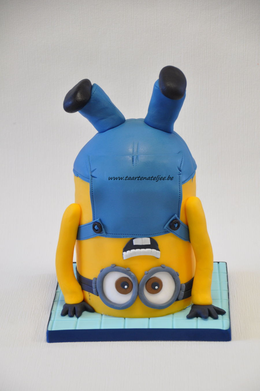 Upside Down Minion Cakecentral Com