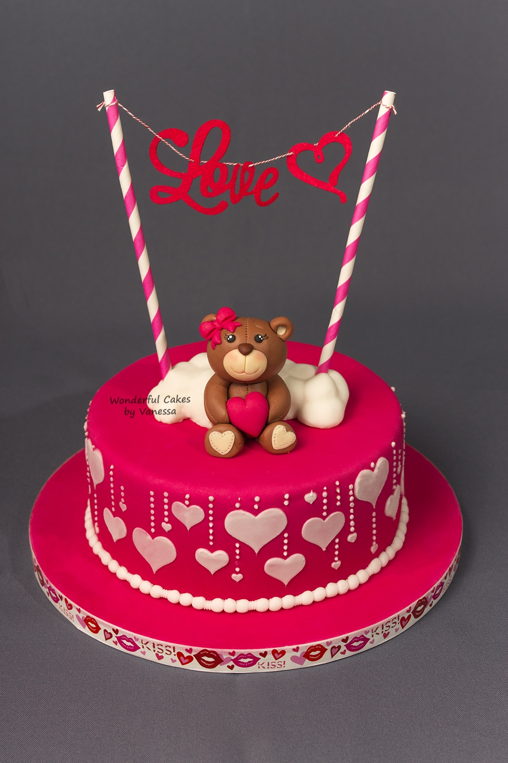 Außergewöhnlich And My Other Project Is Also Finished And Iu0027m Really Happy With The Result;  A Beautiful Valentines Day Cake. The Side Of The Cake Is Made With A  Stencil And ...