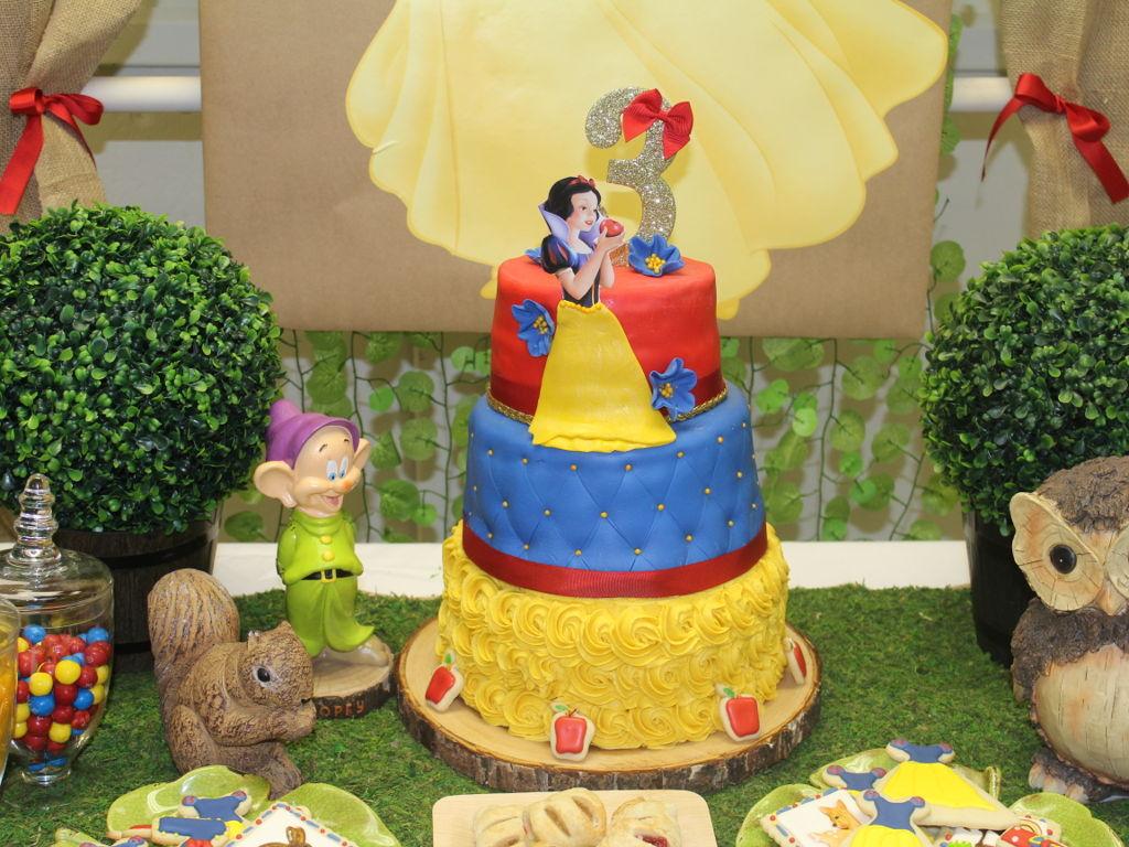 Pleasing Snow White Birthday Cakecentral Com Funny Birthday Cards Online Alyptdamsfinfo