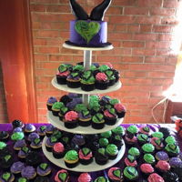 Descendants Birthday   Descendants cake and cupcakes