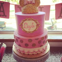 Minni Mouse 1St Birthday Everything sweet about this cake. Pretty pink and sparkly gold.