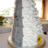 Sun Flowers My sisters wedding cake.