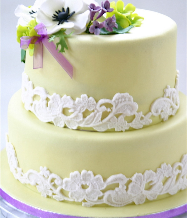 Springflower And Lace Cake
