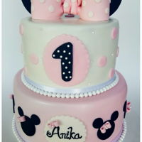 Minnie Mouse 1St B'day Cake !!   This was for 1st bday of my friend's daughter.