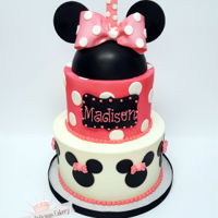 Minnie Mouse 1St Birthday Buttercream with fondant detailsMinnie mouse topper is made from chocolate