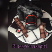 Selfie Time Camera cake. The camera is all made of cake, the accessoires are made of fondant.