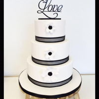 There Is Love This white and black weddingcake is simple, but very elegant.