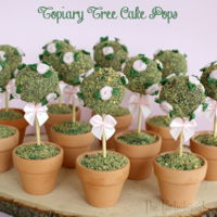 Topiary Tree Cake Pops! Little cake pops in tiny pots make the perfect mother's day gift! See how to make them here: http://www.thepartiologist.com/2016/04/...