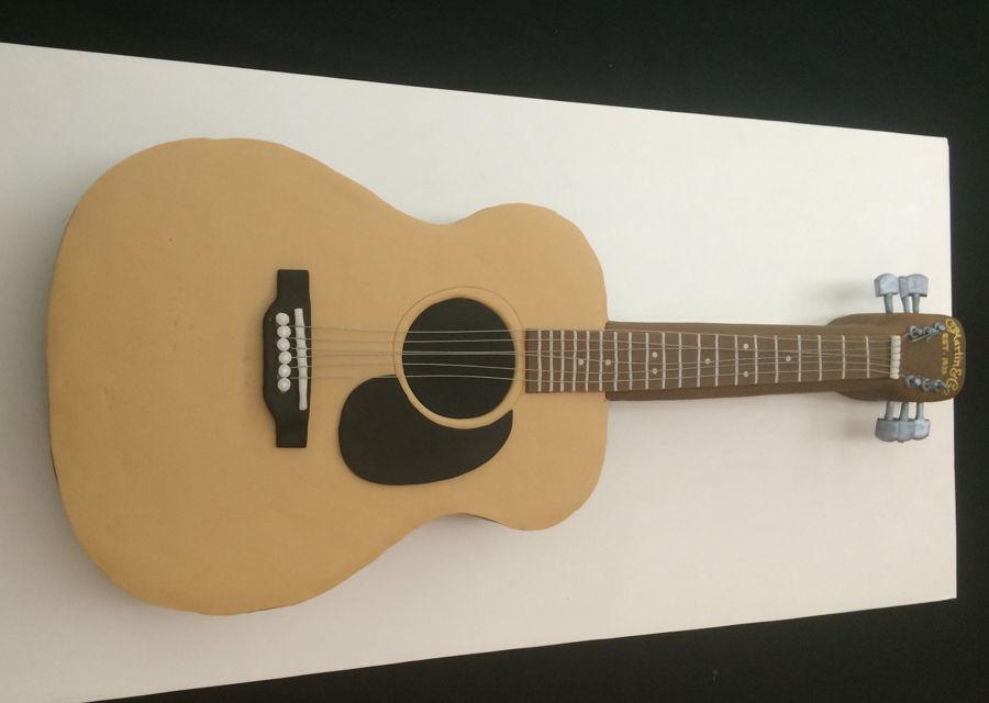 Acoustic martin guitar cake for Acoustic guitar decoration ideas