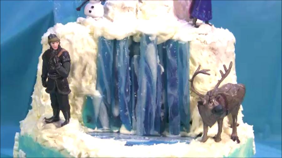 Decorating A Disney Frozen Cake