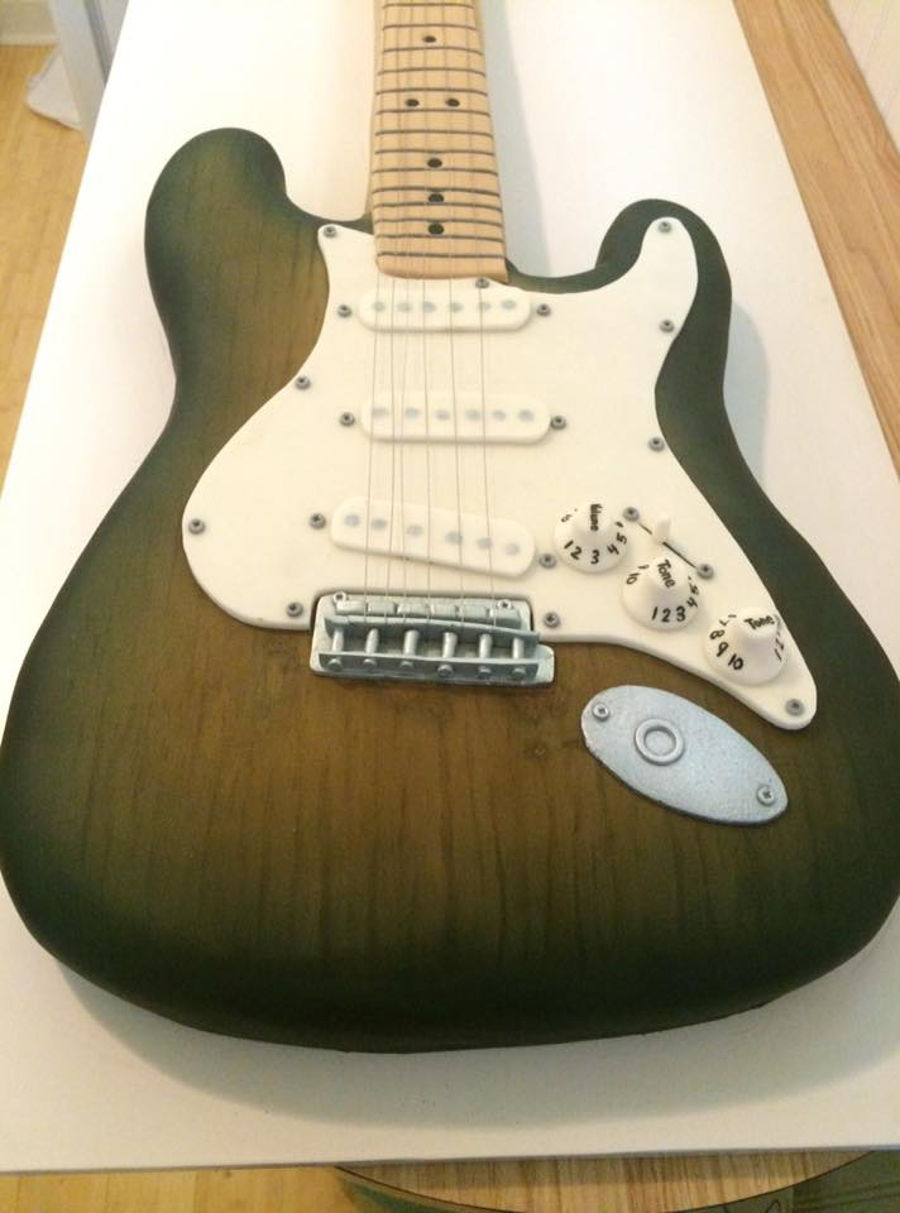 Images Of Guitar Cake : Electric Guitar Cake - CakeCentral.com