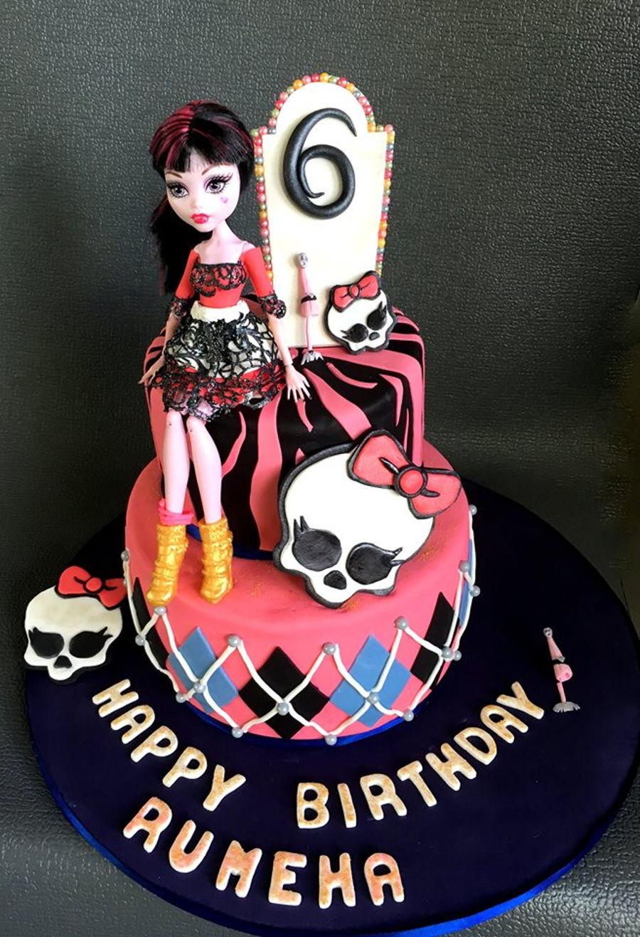 Tremendous Monster High Draculaura Cakecentral Com Funny Birthday Cards Online Hendilapandamsfinfo