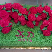 Run For The Roses Derby Day 2016 Top layer 2 french vanilla horse garlands covered with Swiss merinque almond icing and Red Buttercreme roses, sitting on red velvet bottom...