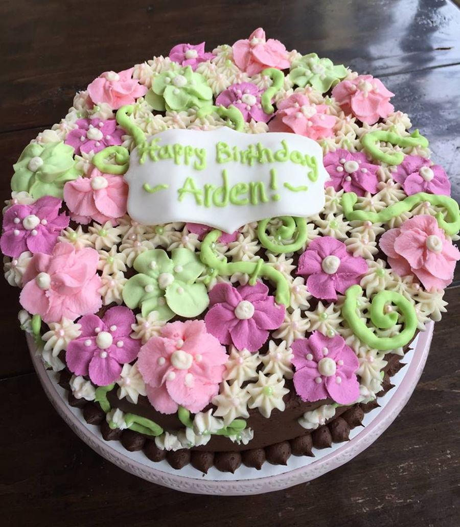 Cake Decorating Buttercream Flowers : Buttercream Flower Cake - CakeCentral.com