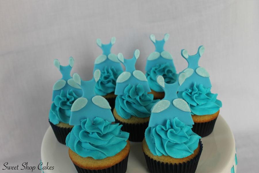 900_cinderella-themed-cupcakes-9375125dN6h.jpg