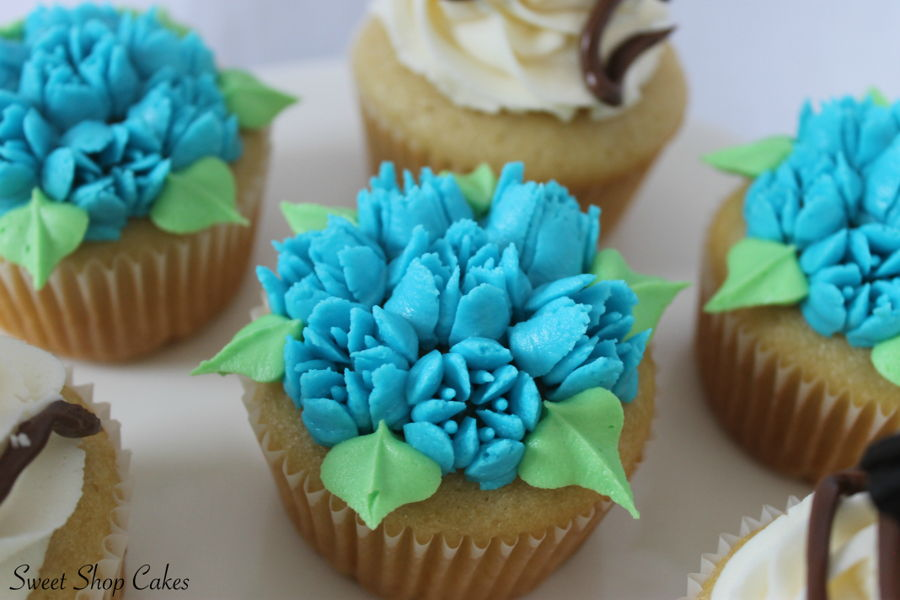 900_flower-cupcakes-using-russian-tips-937512leDl9.jpg