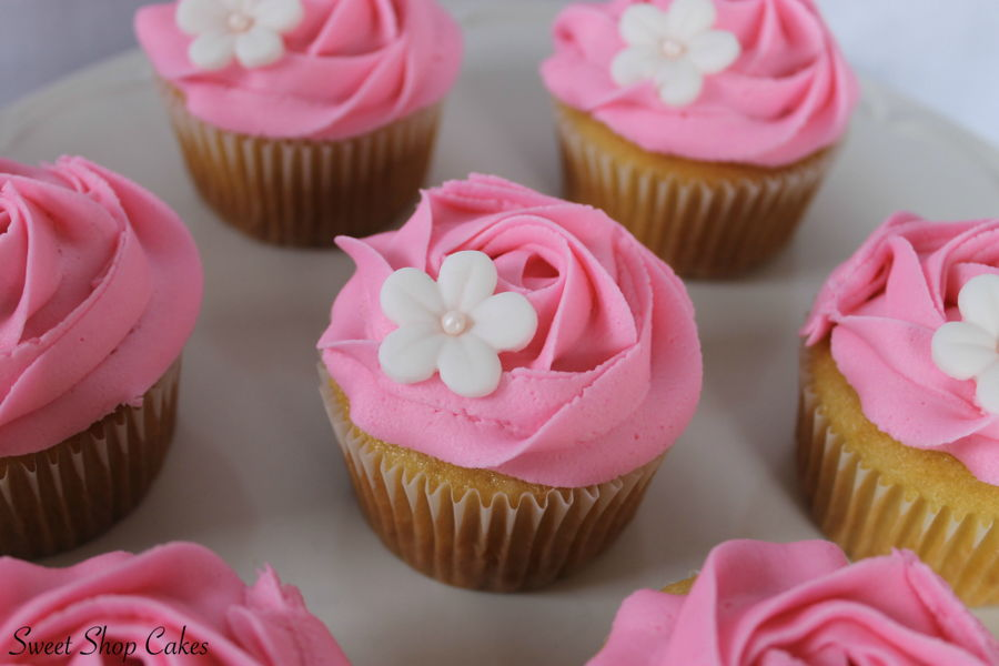 900_pink-rosette-cupcakes-937512qe107.jpg