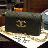 Chanel Purse This Chanel purse birthday cake is sure to turn heads.