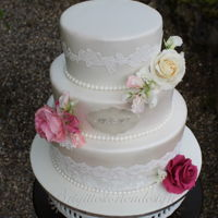 Romantic Wedding Cake With Sweet Pea And Roses Todays very romantic wedding cake, dustet with pearl powder.