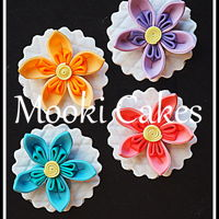 Two-Toned Origami Flower Cupcake Toppers Fondant origami flowers using two colours.